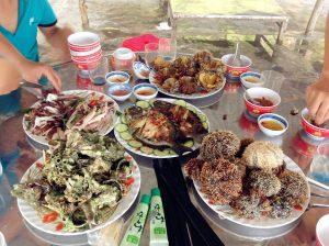 Kính thưa các loại hải sản. Đặc biệt là NHUM. Nhum ở đây ngon hơn vùng biển Phú Quốc, Nam Du => Béo và rẻ hơn !!!