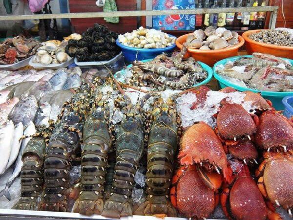 Du lịch Quy Nhơn ghé chợ đầm để mua sắm toàn tập thiên đường hải sản