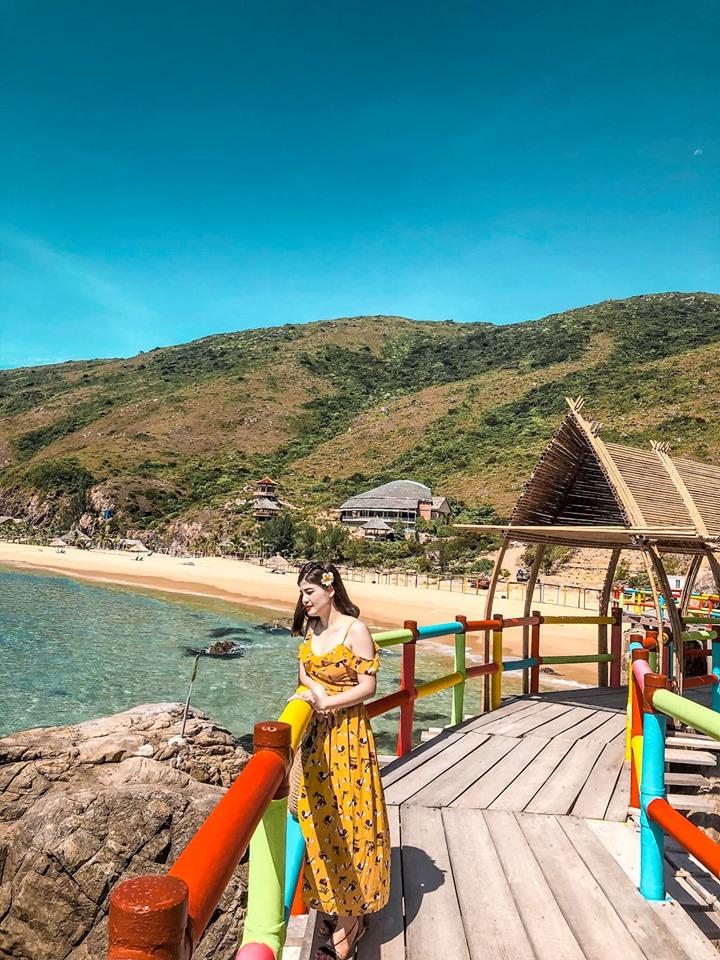 Du lịch Quy Nhơn tràn ngập ánh nắng biển xanh cát trắng