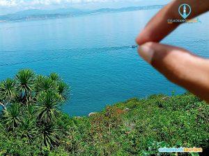 Ngắm cảnh ở trên đảo.
