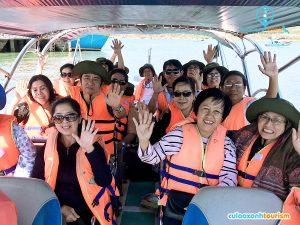 Có thể sử dụng tàu gỗ để đi ra Cù Lao Xanh