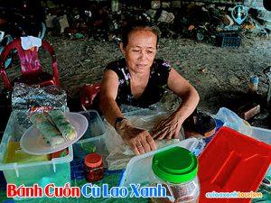 Cô Ba chủ quán bánh chả cuốn ở Cù Lao Xanh - Ảnh: Google