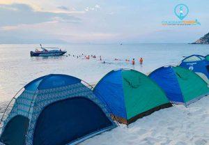 Cắm trại trên bãi biển, ngắm hoàng hôn, thưởng thức những món hải sản tươi ngon là trải nghiệm tuyệt vời. Ảnh: Nguyễn Đức Toàn