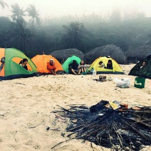 Bạn có thể ở homestay hoặc cắm trại qua đêm ở Cù Lao Xanh - Ảnh Internet