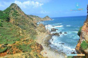 Eo Gió là một trong những eo biển tuyệt đẹp của tỉnh Bình Định