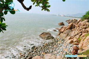Bãi đá hình trứng tại bãi biển Hoàng Hậu (ẢNH ST)