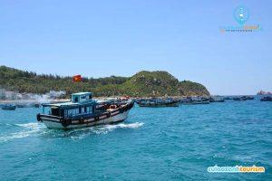 Tàu gỗ đưa khách đến với Cù Lao Xanh(Ảnh ST)