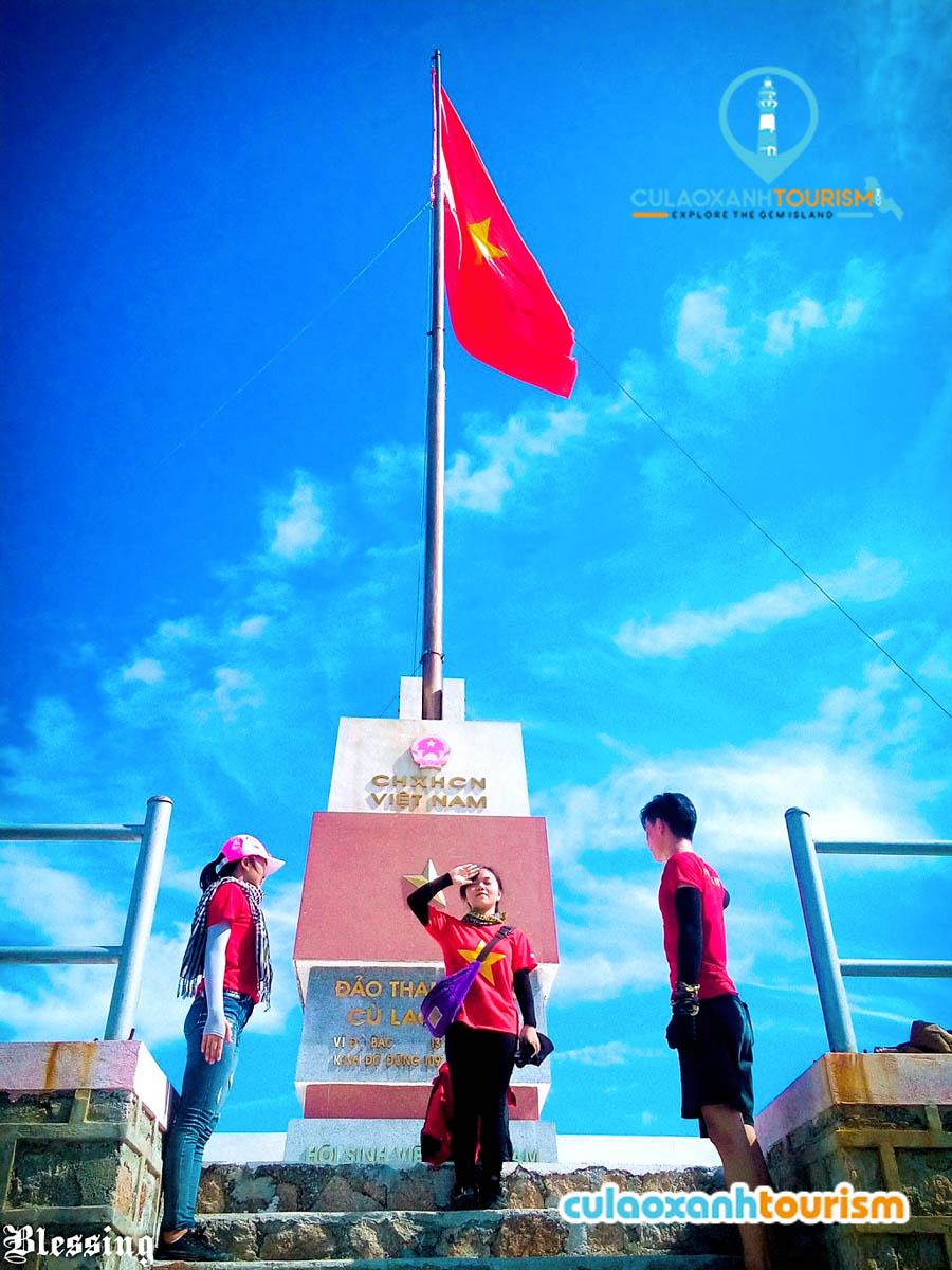Cột cờ Tổ quốc ở Cù Lao Xanh - Ảnh Sưu Tầm