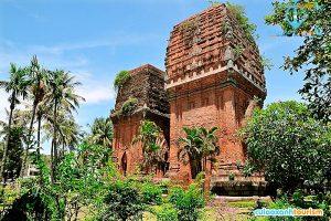 Đến Quy Nhơn, các bạn nên đến khám phá tháp đôi (Ảnh: Internet)