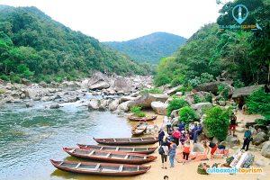 Chèo thuyền là hoạt động nổi bật của khu du lịch Hầm Hô (Ảnh: Internet)