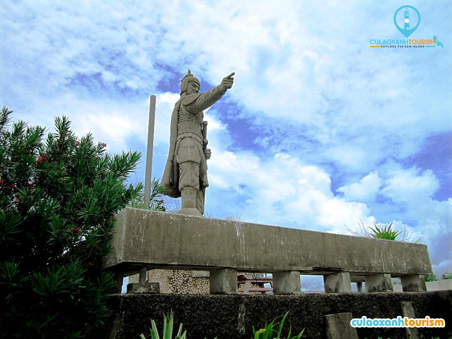 Tượng Trần Hưng Đạo ở làng biển Hải Minh, thành phố Quy Nhơn. - Ảnh ST