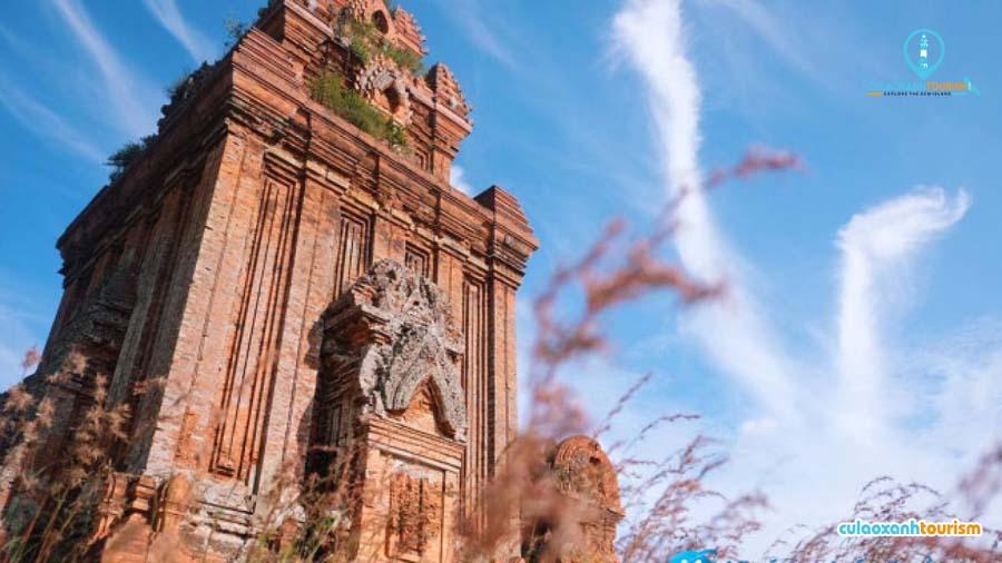 Ngọn tháp có công trinhg kiến trúc đẹp nhất Bình Định - Ảnh ST