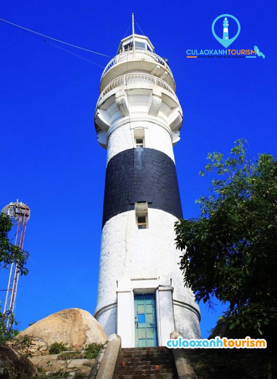 Ngọn hải đăng được ví như đôi mắt thần giữa biển và là viên ngọc quý của đảo - Ảnh Internet