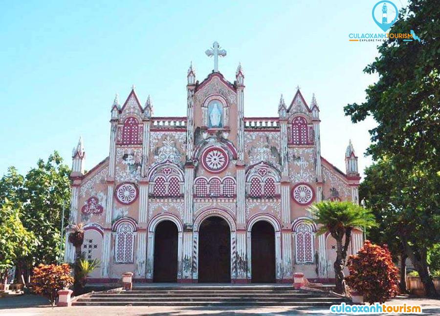 Nhà thờ Kim Châu – Được mệnh danh như là một nhà thờ Hồng của Bình Định – Ảnh:ST