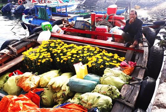 Chuyến tàu 'chở tết' ra đảo Cù Lao Xanh - Ảnh ST