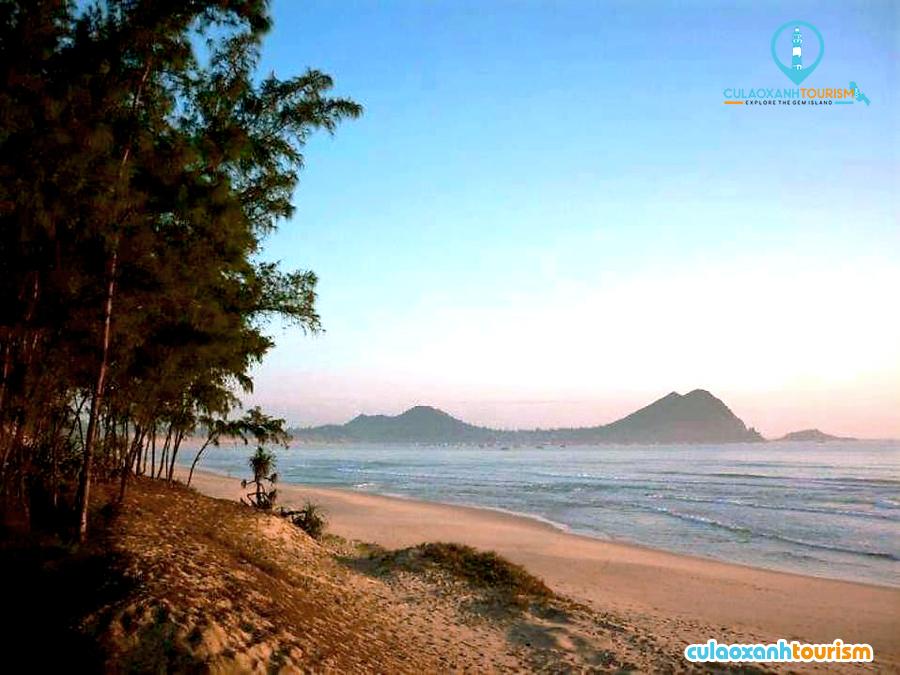 Bãi biển Tân Phụng - Ảnh: Minh Hoàng