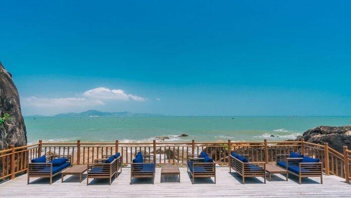 Nhà hàng với view biển cực kỳ bắt mắt ở Bãi Xếp. (Nguồn: Internet)