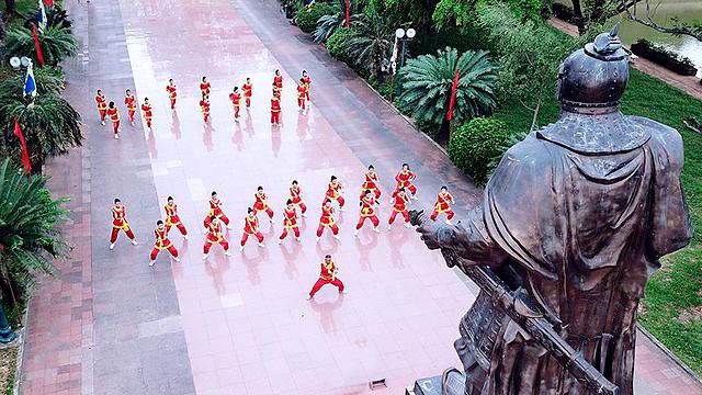 Đến Bình Định không thể không đến Bảo Tàng Quang Trung thuộc thị trấn Phú Phong, huyện Tây Sơn. Đây là nơi trưng bày những di vật quan trọng liên quan đến phong trào khởi nghĩa Tây Sơn.