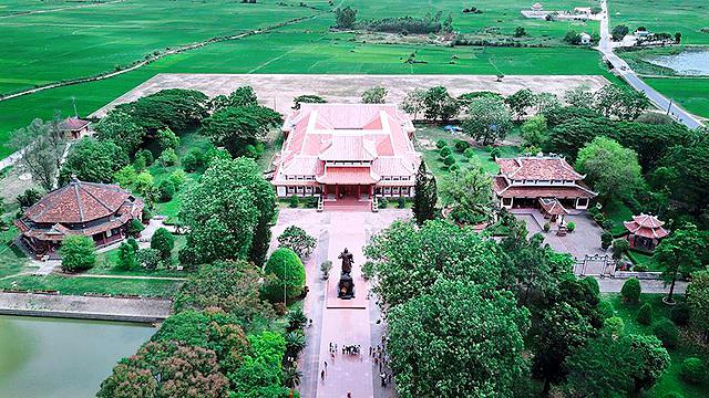 Di tích gốc gồm: Điện thờ Tây Sơn Tam Kiệt, Bến Trường Trầu cùng Bảo tàng Quang Trung và các công trình văn hóa khác.