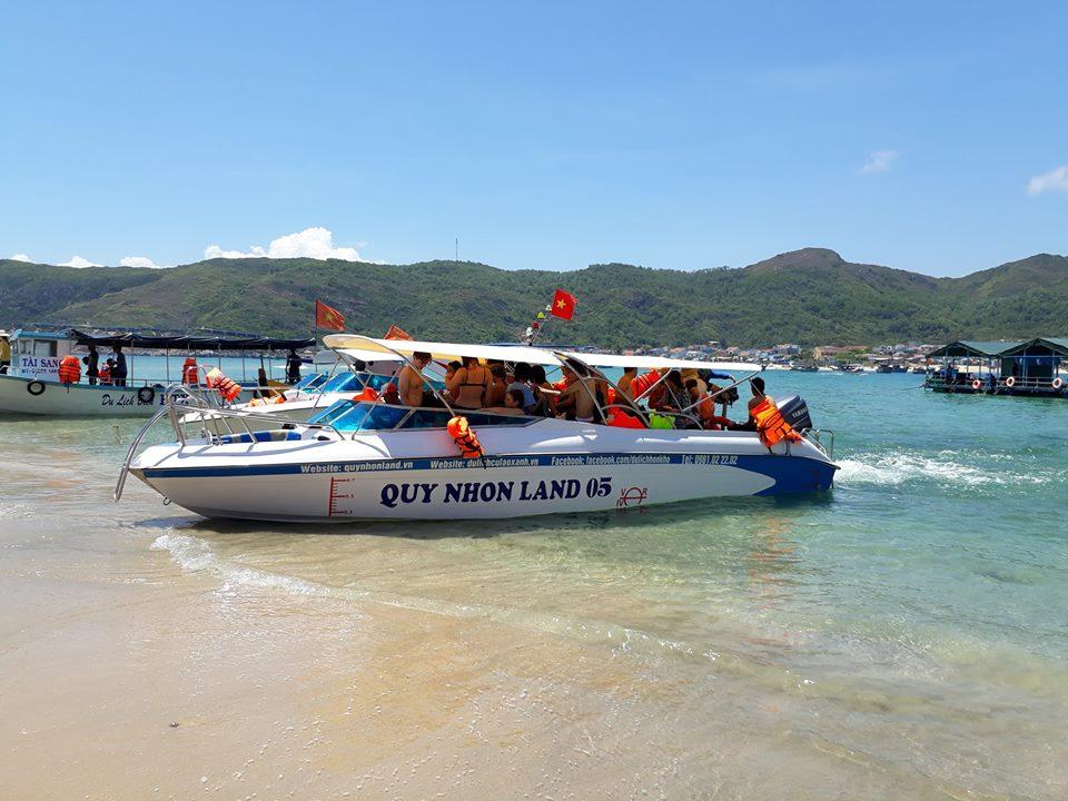 Cano ra đảo Cù Lao Xanh - Ảnh ST