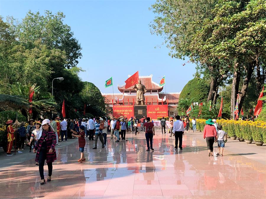 Lễ hội Đống Đa – Tây Sơn thu hút đông đảo du khách thập phương về tham quan (Ảnh ST)