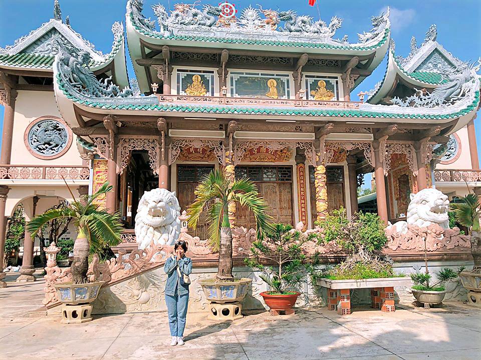 Trong chùa Bích Nam