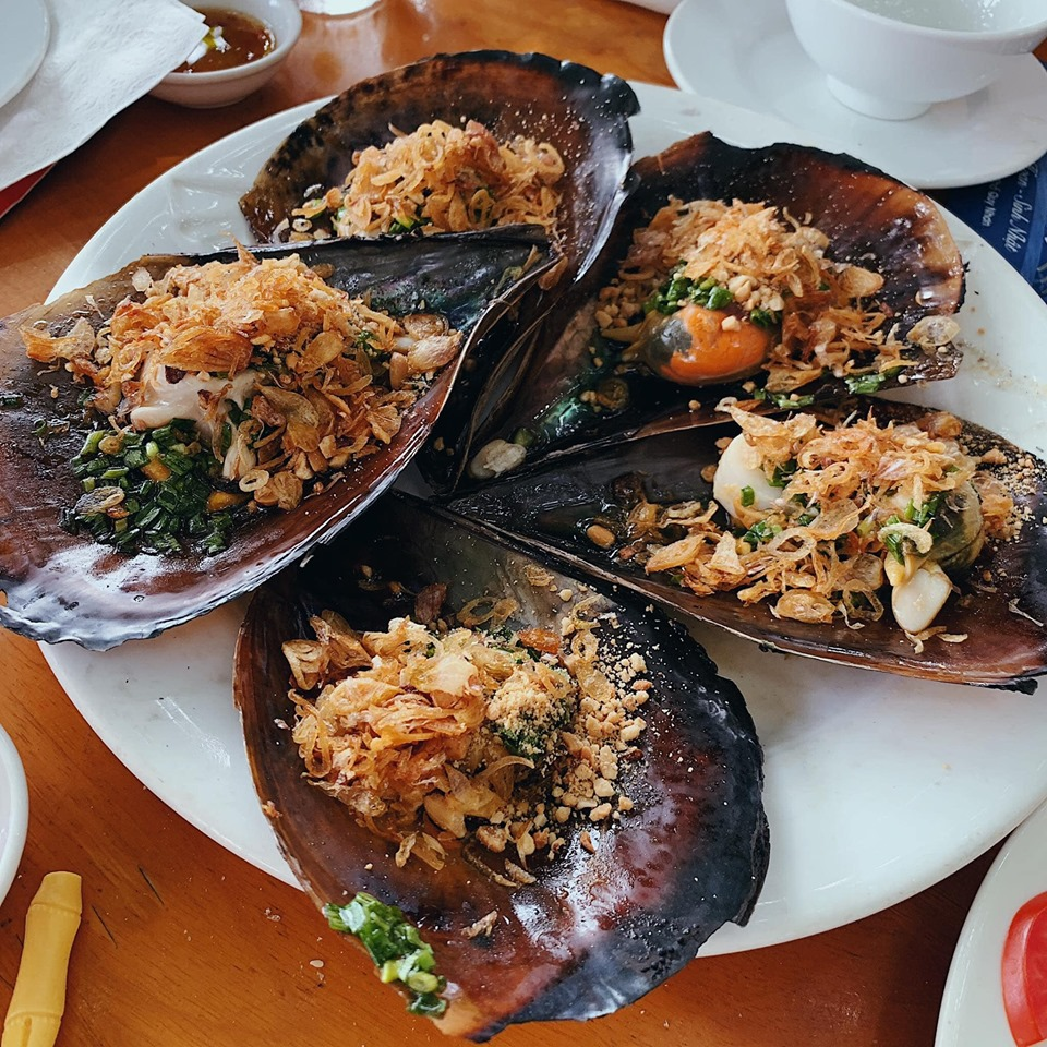 Quán hải sản Hướng Dương Quán được yêu thích bởi khách du lịch và cả người dân địa phương