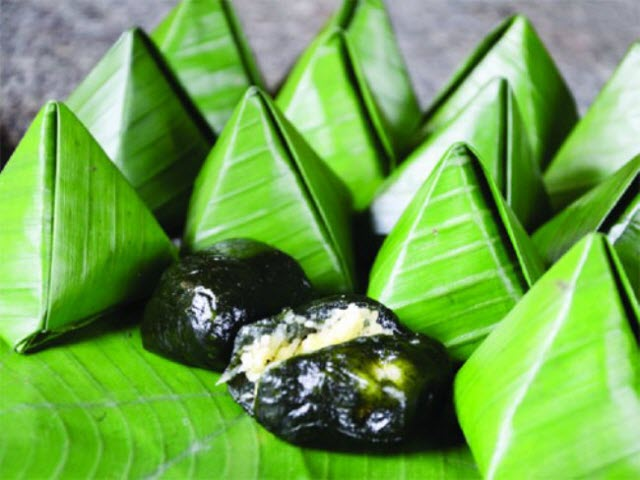 Bánh ít lá gai là một món đặc sản mua làm quà rất phổ biển (Ảnh ST)