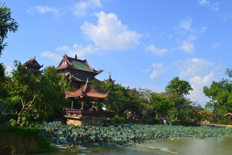 Cổng vào tuyệt đẹp của Thiên Hưng Tự qua 2 góc nhìn - Ảnh ST
