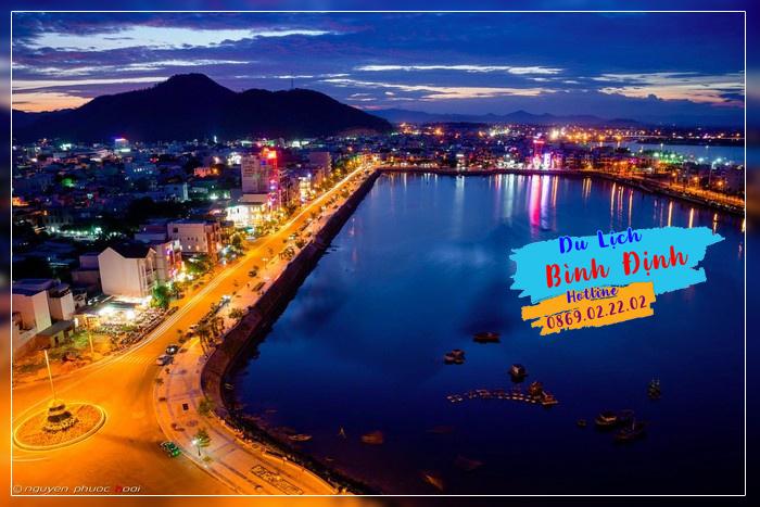 Thành phố Quy Nhơn lấp lánh ánh đèn về đêm - Ảnh: Nguyễn Phước Hoài