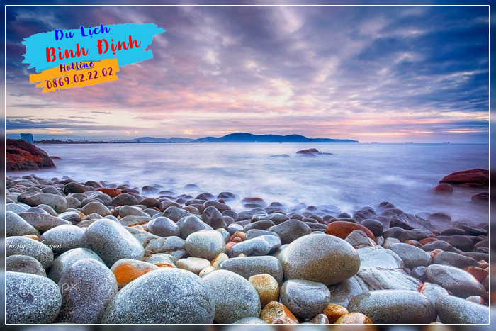 Bãi đá trứng mơ màng buổi ban mai - Ảnh: Thong Nguyen