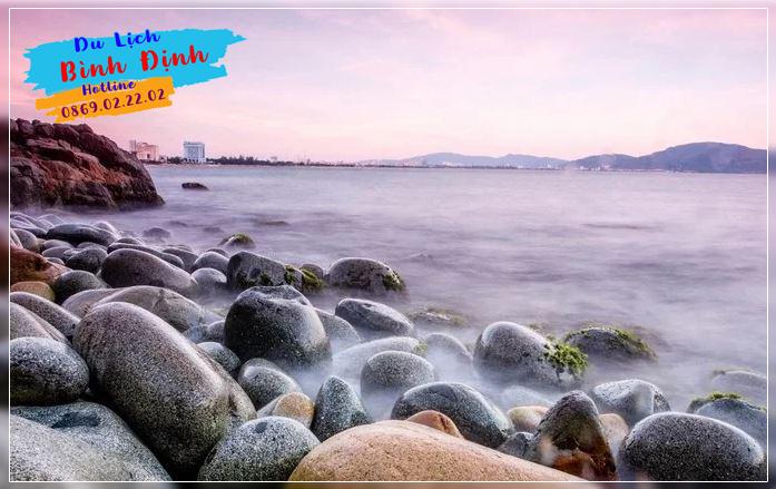 Bãi tắm Hoàng Hậu điểm đến nổi tiếng Quy Nhơn - Ảnh: Lam Dang