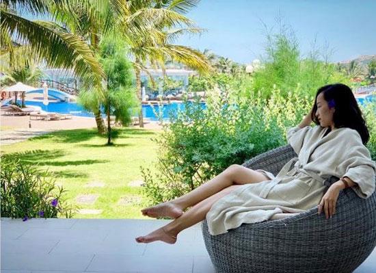 Hay đôi khi đơn giản là tận hưởng không gian mát xanh với cỏ cây nhiệt đới @ninhloan.