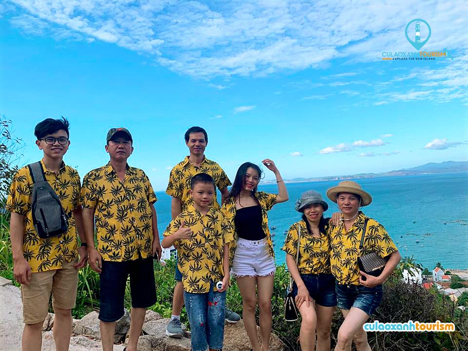 Khách du lịch đang tham gia tour Cù Lao Xanh