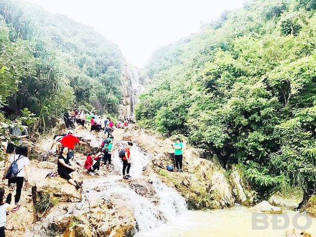 Đường lên thác Lồ Ồ