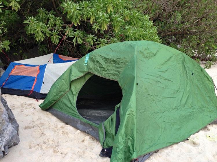 """Cắm trại trên bãi biển- tận hưởng cuộc sống """"Robinson trên đảo hoang"""""""
