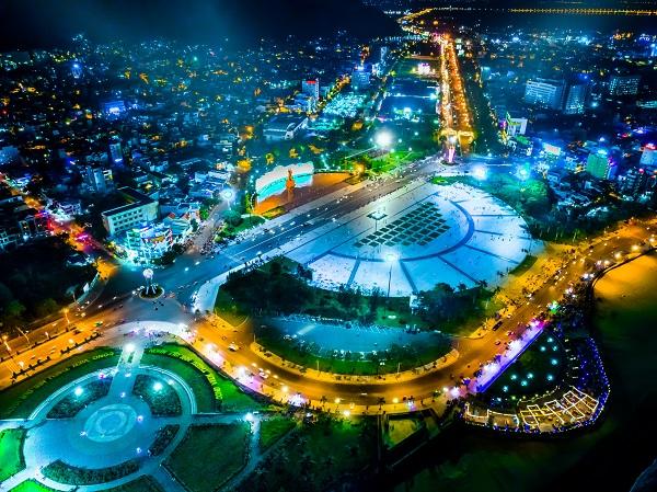 Quảng trường Nguyễn Tất Thành (Quy Nhơn). Ảnh: HỒ MINH ĐỨC