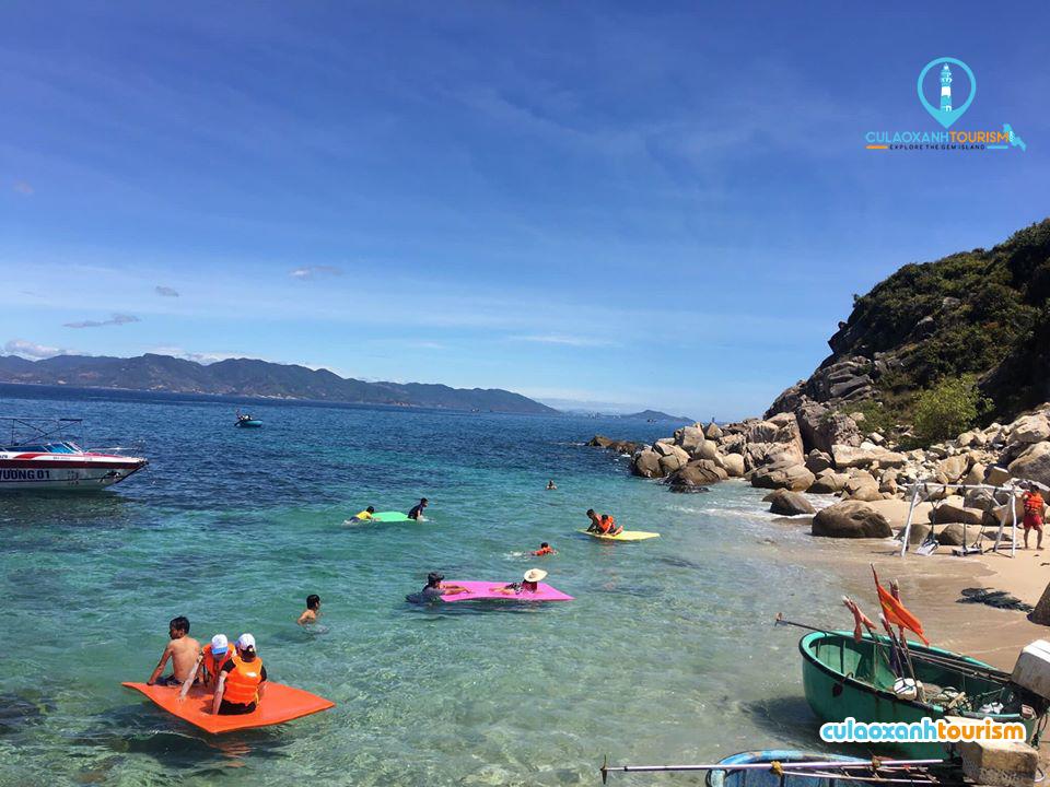 Review Tour Cù Lao Xanh 2 ngày 1 đêm - Chèo thúng trên biển