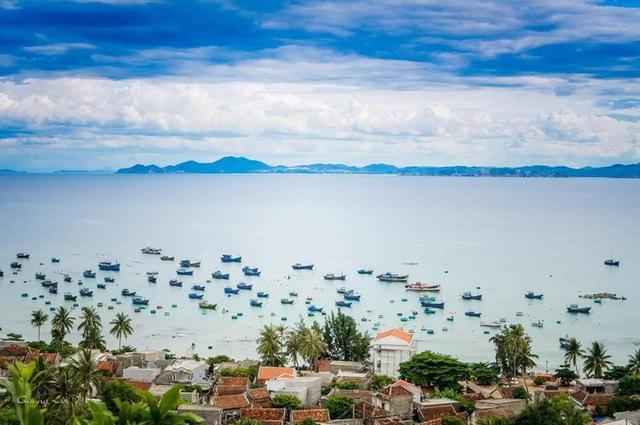 Biển, trời ở Đảo Ngọc Cù Lao Xanh. Ảnh: PV