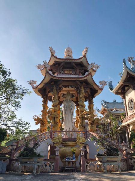 Cập nhật những hình ảnh mới nhất về ngôi chùa mớ được xây dựng đây các bạn ui! Nguồn: Sưu Tầm