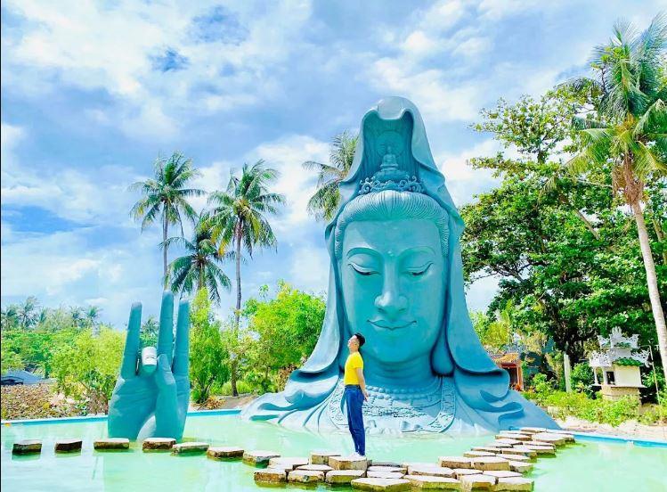 Tượng Quan Âm lớn nhất Phú Yên nằm gọn trong Chùa Thanh Lương. Nguồn: Hoang Tony