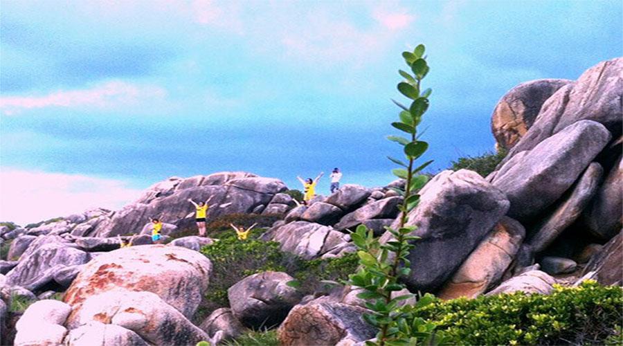 Ngắm bãi đá Thảo Nguyên