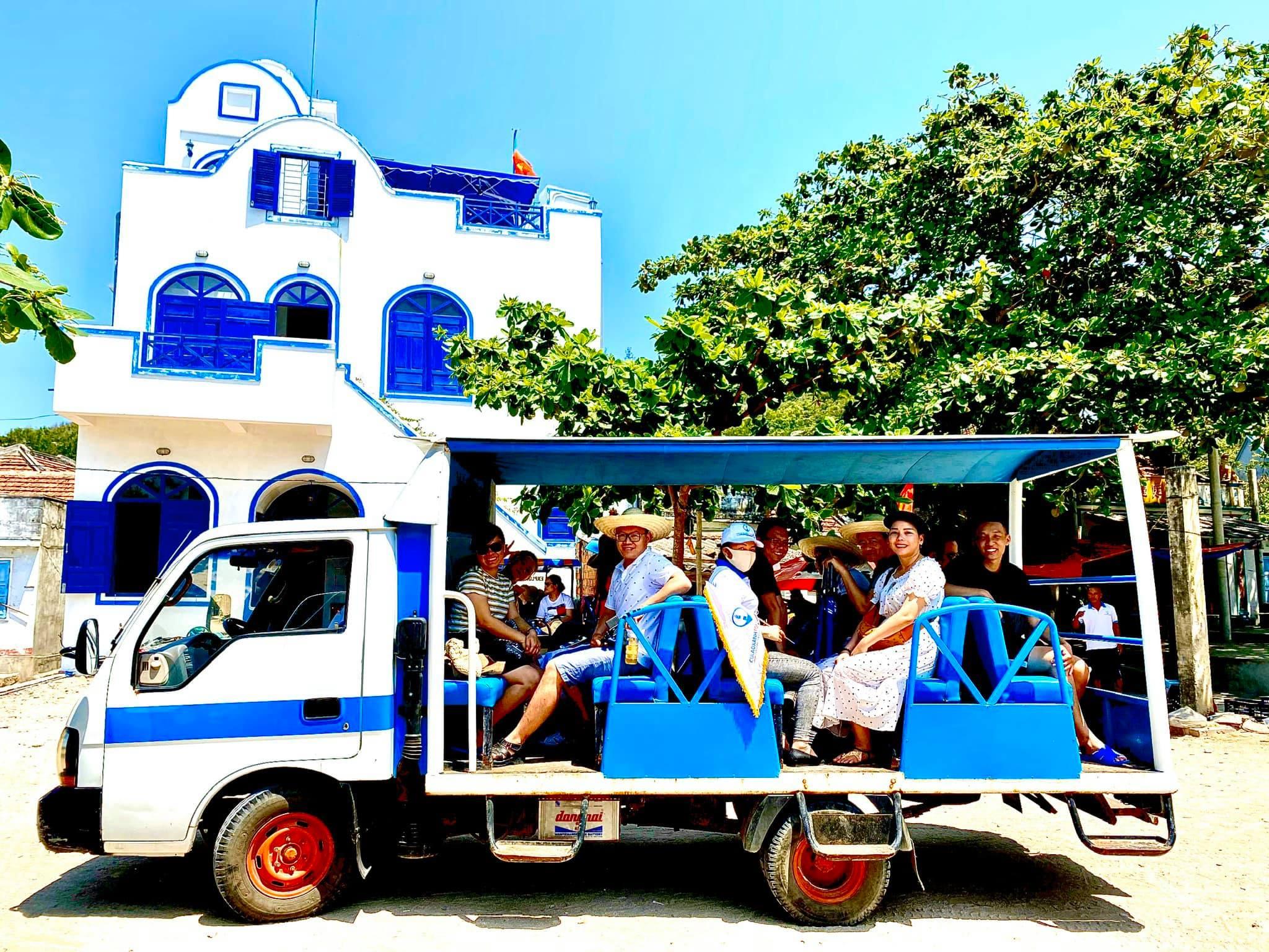 Xe điện đi quanh đảo ở Cù Lao Xanh
