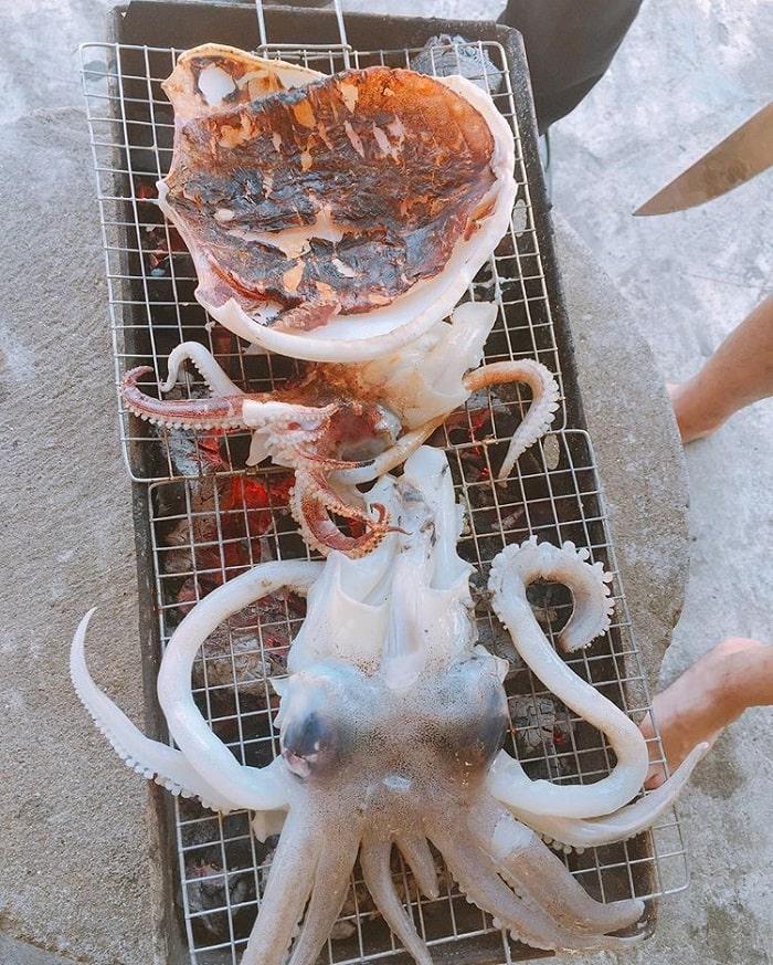 Thưởng thức hải sản thơm ngon thôi nào (Ảnh @n.quynhhh)